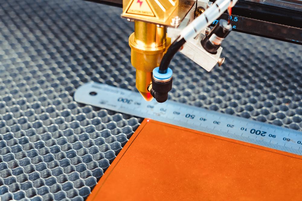 laserowe cięcie i wycinanie tekstyliów i tkanin